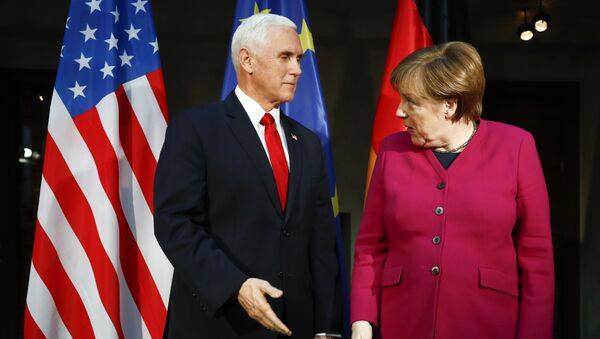 German Chancellor Angela Merkel, right, welcomes United States Vice President Mike Pence, left, for a bilateral meeting during the Munich Security Conference in Munich, Germany, Saturday, Feb. 16, 2019 - Sputnik Italia