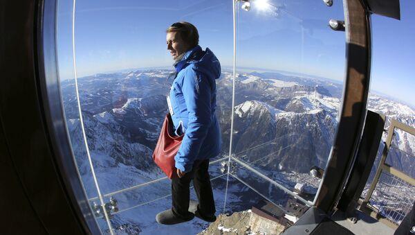 Смотровая площадка Step into the void во французских Альпах - Sputnik Italia