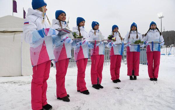 Belle, sorridenti, infreddolite: dalle loro mani arrivano le medaglie delle Universiadi di Krasnoyarsk 2019 - Sputnik Italia