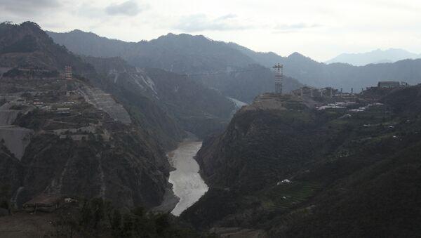 Railway Bridge Across Chenab River, Kashmir, India - Sputnik Italia