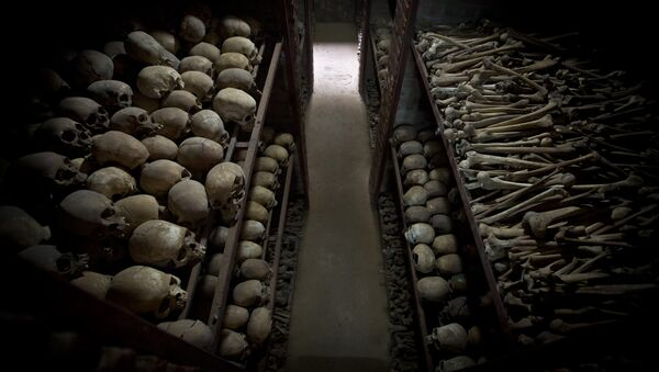 The skulls and bones of some of those who were slaughtered as they sought refuge inside the church, are laid out on shelves in an underground vault as a memorial to the thousands who were killed in and around the Catholic church during the 1994 genocide in Nyamata, Rwanda, Friday, April 4, 2014 - Sputnik Italia