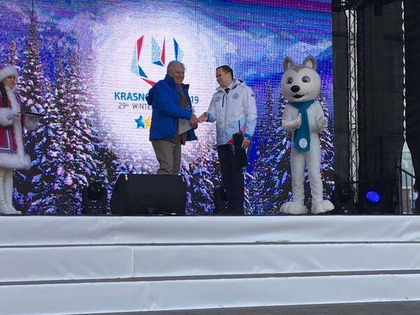 Il capo delegazione della squadra italiana Mauro Nasciuti sul palco del Villaggio delle Universiadi - Sputnik Italia