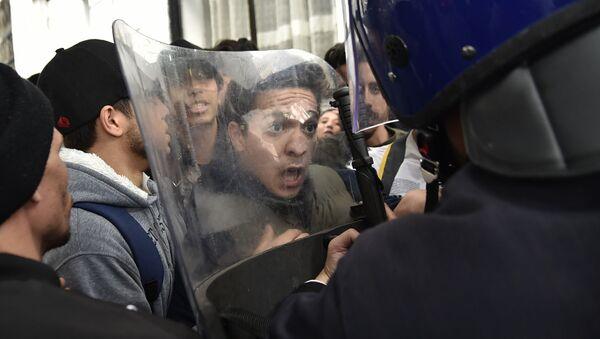 La manifestazione contro Bouteflika ad Algeria - Sputnik Italia