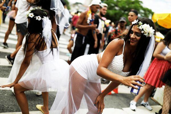 Le partecipanti dell'evento annuale Casa Conmigo (Sposami) a San Paolo, Brasile. - Sputnik Italia