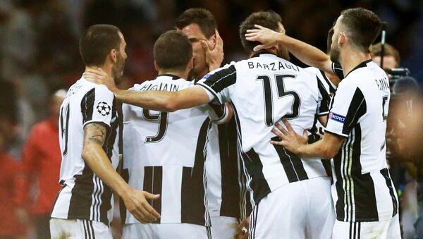 Giocatori della Juventus esultano - Sputnik Italia