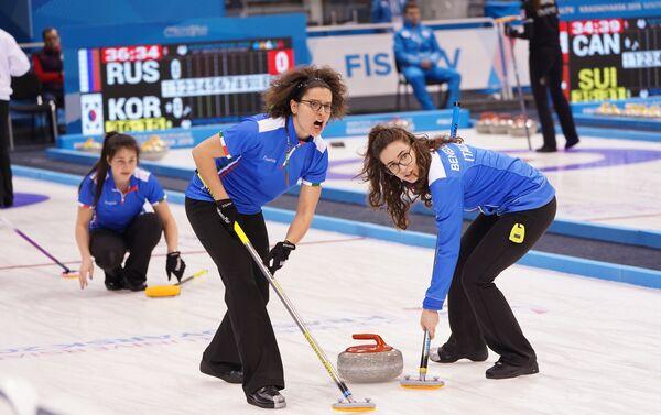 Le ragazze della nazionale italiana di curling durante la partita vinta contro la Cina - Sputnik Italia