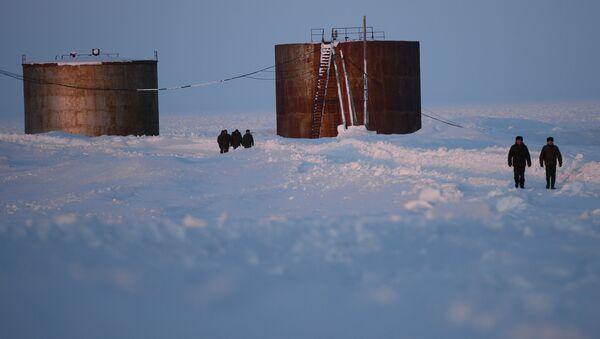 Cisterne di gasolio alla base aerea in Severnaya Zemlya - Sputnik Italia