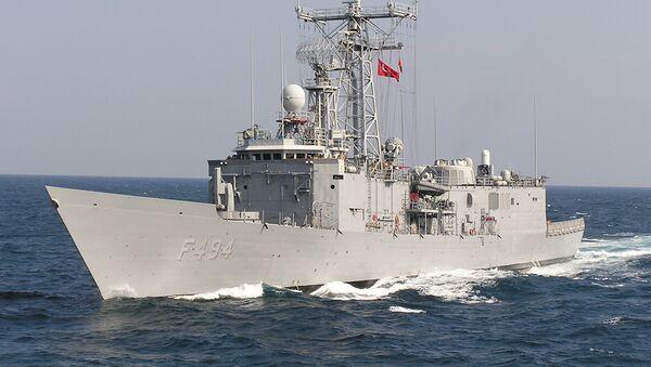 Фрегат ВМС Турции Gokceada в Черном море - Sputnik Italia