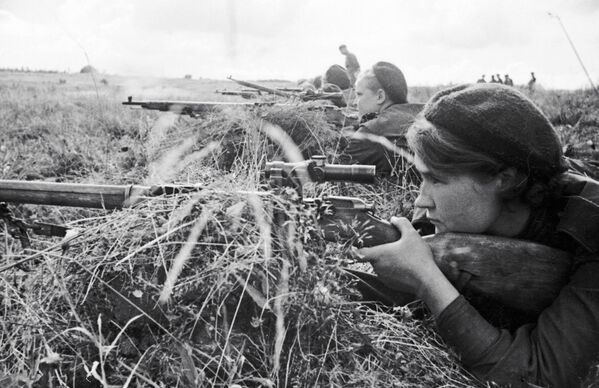 La cecchina Lyuba Makarova negli anni della Seconda guerra mondiale. - Sputnik Italia