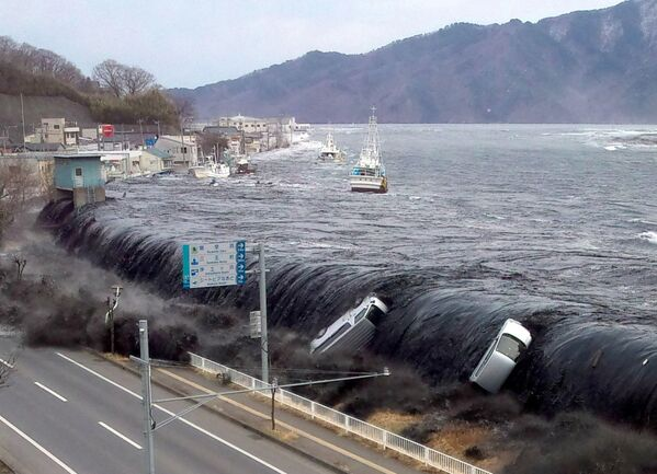 Lo tsunami dopo il terremoto - Miyako, 11 marzo 2011 - Sputnik Italia