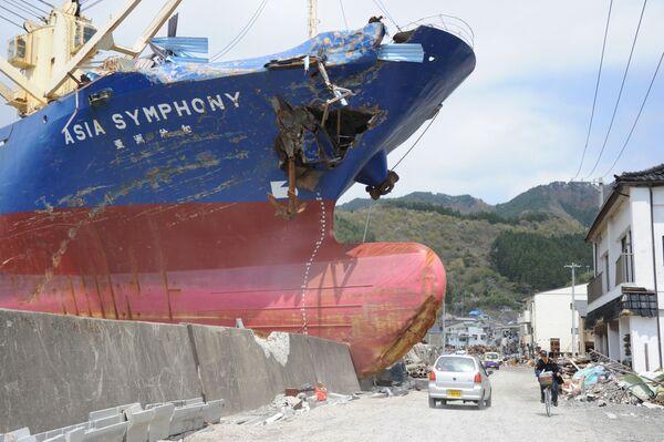 Il mercantile da 4724 tonnellate 'Asia Symphony' scaraventato a riva dallo tsunami - Sputnik Italia