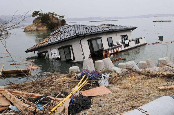 9 giorni dopo lo tsunami a Onagawa, vicino alla centrale nucleare - Sputnik Italia