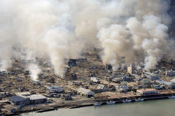 La devastazione nella città di Yamada nella prefettura di Iwate, il giorno dopo il terremoto - Sputnik Italia