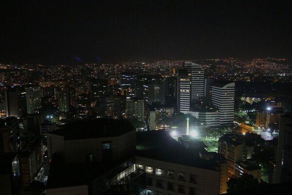Strade e palazzi di Caracas con illuminazione parzialmente riattivata - Sputnik Italia