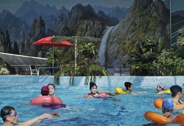 Una piscina di Pyongyang  - Sputnik Italia