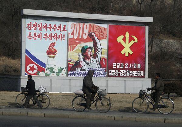 Un altro mezzo di trasporto molto popolare a Pyongyang è la bicicletta - Sputnik Italia