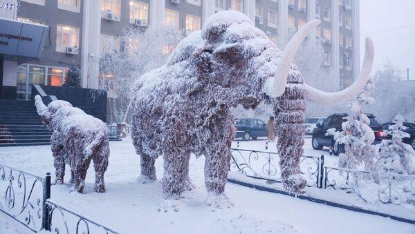 Jakutsk - uno dei monumenti al mammut - Sputnik Italia