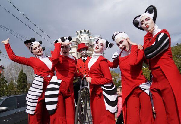 La parata dei teatri di strada a Sochi, Russia. - Sputnik Italia