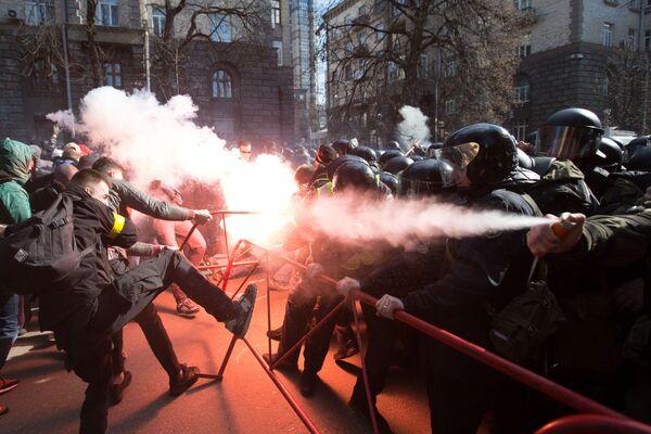 Gli scontri tra i nazionalisti e le forze dell'ordine a Kiev, Ucraina. - Sputnik Italia