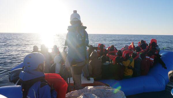 Migranti dalla Mare Jonio - Sputnik Italia