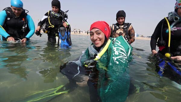 Abrar Abu Abdullah, female diver saudita - Sputnik Italia