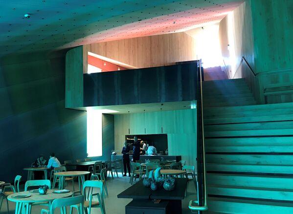 La sala interna del ristorante Under - Sputnik Italia