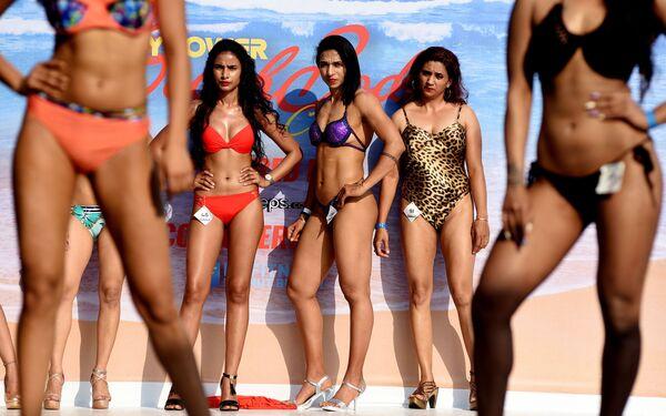 Le modelle al Body Power Beach Show a Goa, India. - Sputnik Italia