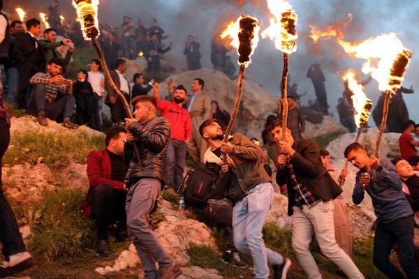 Curdi durante la celebrazione del Nowruz nel Kurdistan iracheno. - Sputnik Italia