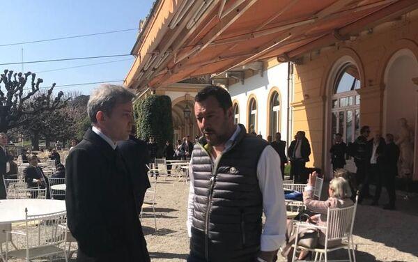 Il ministro dell'Interno e vicepremier Matteo Salvini parla al corrispondente di Sputnik Italia Evgeny Utkin al margine del Forum Confcommercio - Sputnik Italia