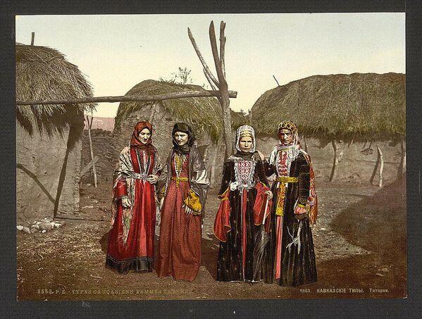 1863, Donne tartare in una fotografia a colori - Sputnik Italia