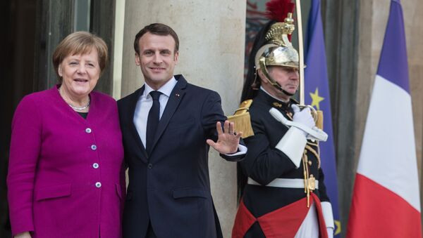Angela Merkel ed Emmanuel Macron durante l'incontro dei leader Ue e Cina a Parigi. - Sputnik Italia