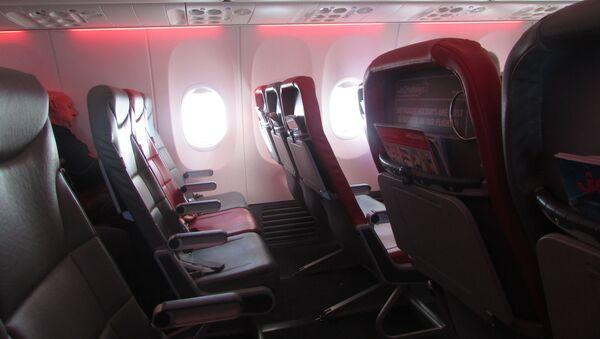Салон самолета Boeing 737 авиакомпании Jet2 - Sputnik Italia