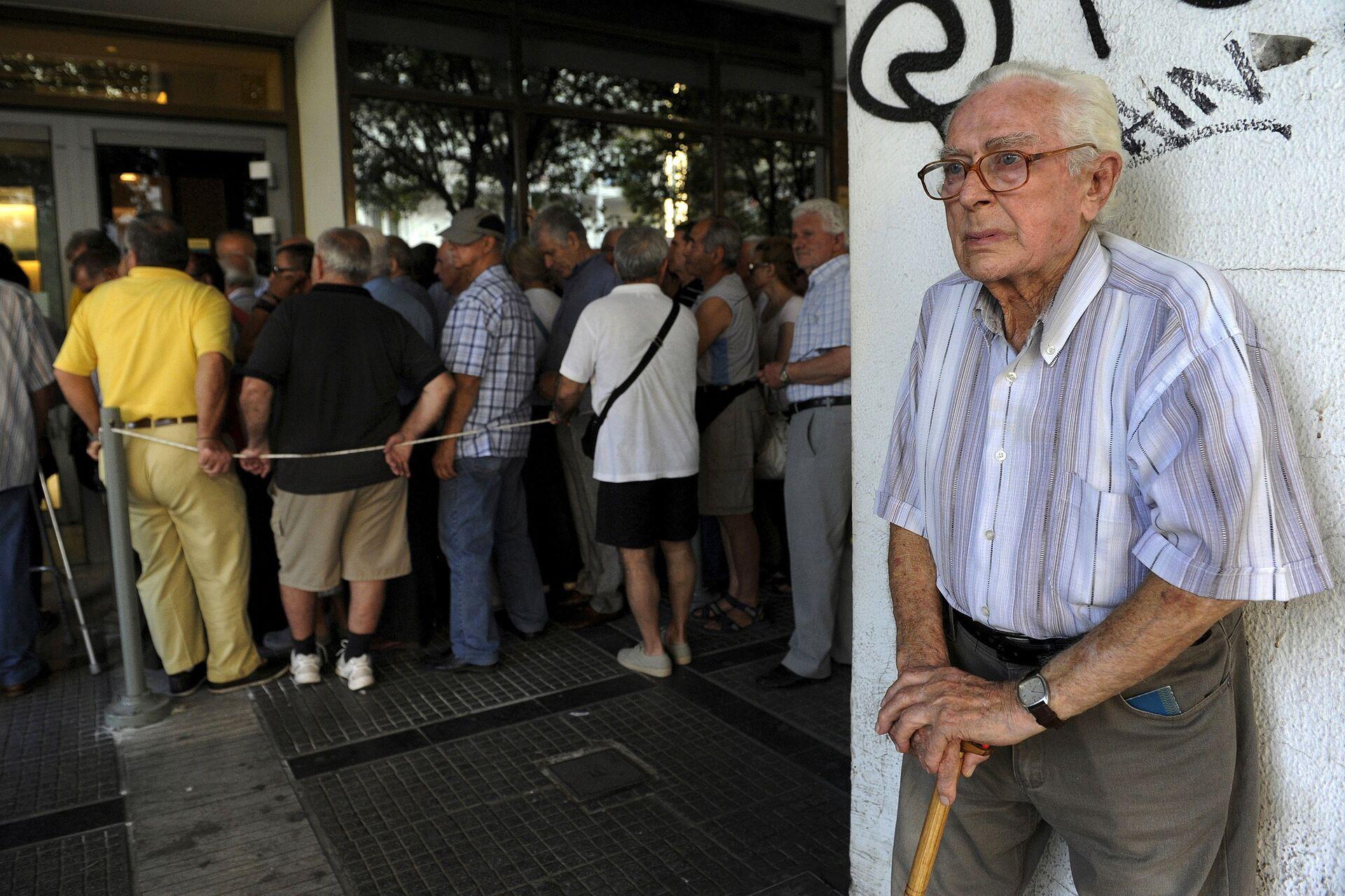 Un pensionato di Atene, il suo sguardo dice tutto - Sputnik Italia, 1920, 11.10.2021