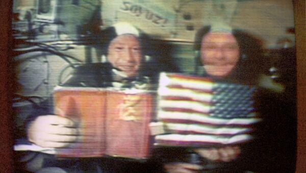 Leonov and Stafford in space flight - Sputnik Italia