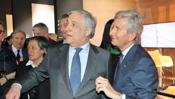 Antonio Tajani (al centro) con Claudio Luti (a destra) - Sputnik Italia