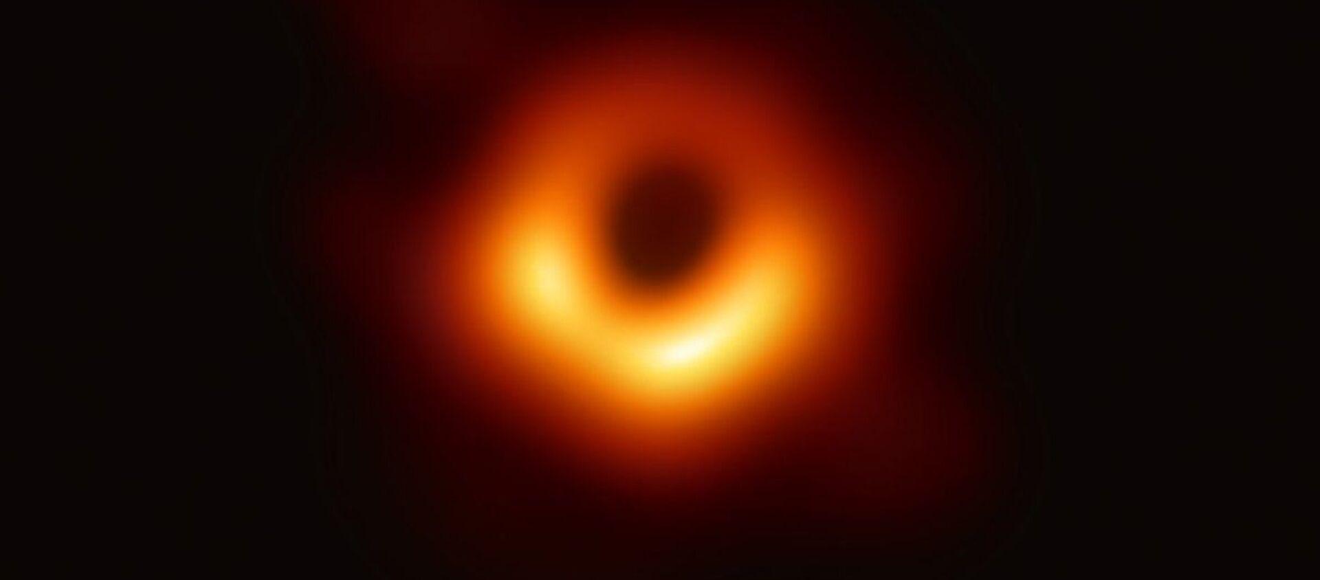 Pubblicata la primissima FOTO di un buco nero - Sputnik Italia, 1920, 19.02.2021