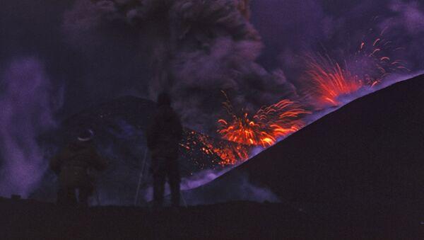 Eruzione del vulcano Alaid - Curili, 1973 - Sputnik Italia
