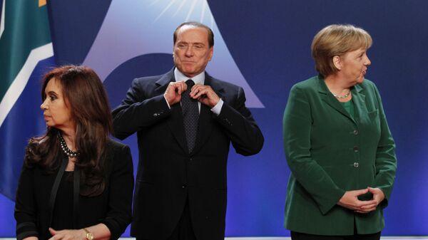 Berlusconi e Angela Merkel al G20 di Cannes del 2011 - Sputnik Italia