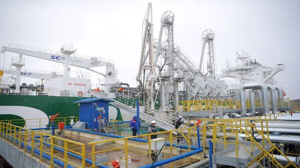 Il GNL-tanker Prospekt Mendeleyeva russo - Sputnik Italia