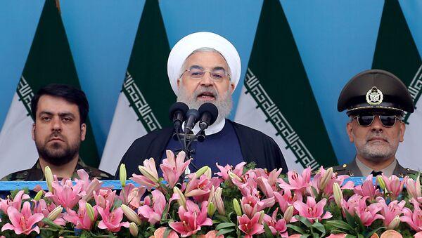 Президент Ирана Хасан Рухани выступает на церемонии, посвященной празднованию Дня Армии Исламской Республики Иран - Sputnik Italia