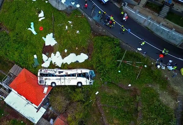 Sono morte 28 persone in seguito ad un incidente di un autobus turistico sull'isola portoghese di Madeira. - Sputnik Italia
