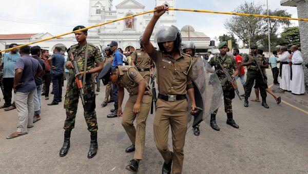 Soldati al sito delle esplosioni a Colombo - Sputnik Italia