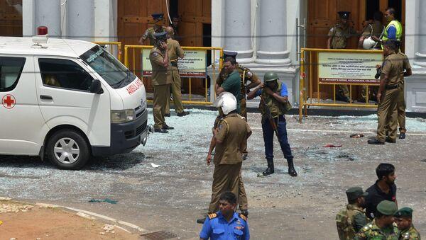 Soldati e pronto soccorso al sito di un'esplosione a Colombo, Sri Lanka - Sputnik Italia