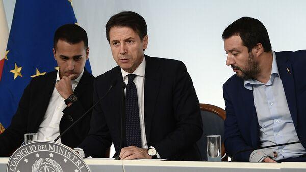 Luigi Di Maio, Giuseppe Conte e Matteo Salvini - Sputnik Italia