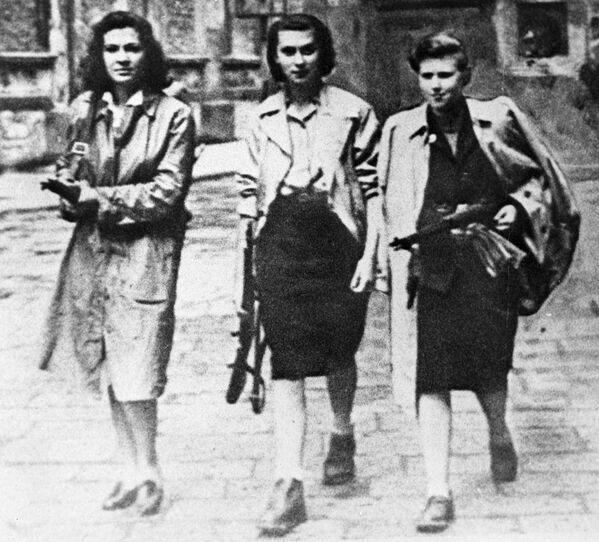 1945, donne partigiane per le strade di Ivrea - Sputnik Italia