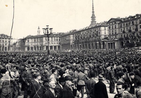 6 maggio 1945: Sfilata della Liberazione in piazza Vittorio Veneto a Torino - Sputnik Italia