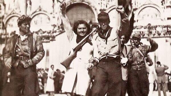 Partigiani in Piazza San Marco a Venezia nei giorni della Liberazione nel 1945 - Sputnik Italia