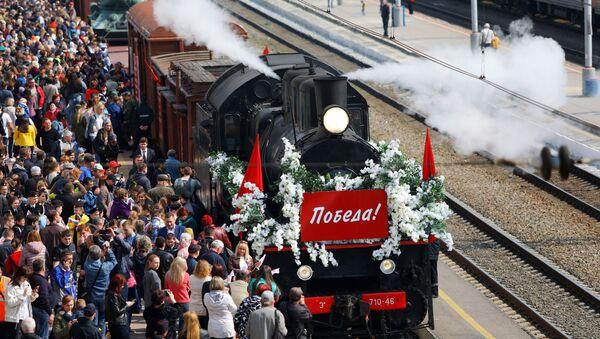 Gli abitanti di Belgorod durante l'arrivo del Treno della Vittoria, Russia. - Sputnik Italia
