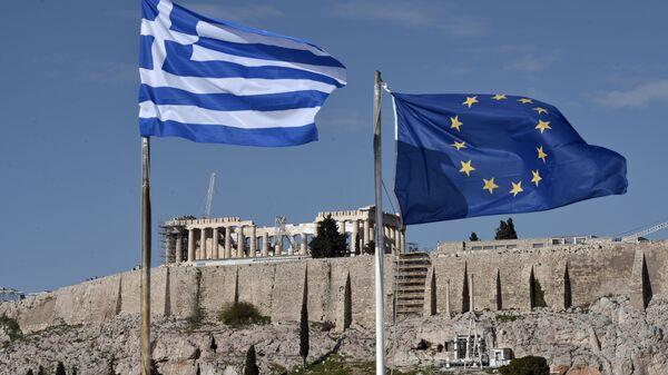 Le bandiere della Grecia e dell'UE ad Atene - Sputnik Italia