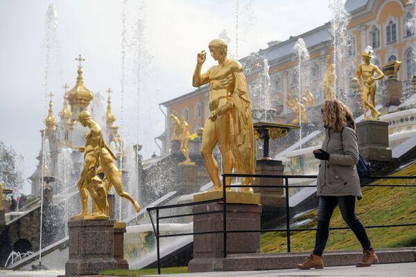 La stagione estiva di apertura delle fontane della reggia di Petergof inizia il 27 aprile - Sputnik Italia